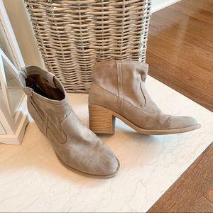 Qupid Tan Heeled Booties - Size 9 EUC
